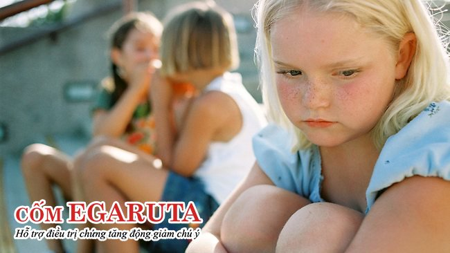 Trẻ tăng động chậm nói dễ bị tách biệt với bạn bè